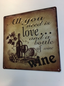 Mooi metalen schild met passende tekst: Love ...bottle of wine